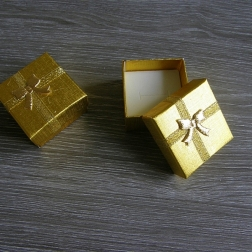 krabička na prstienky zlatá