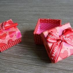 krabička na darček ružovo-červená