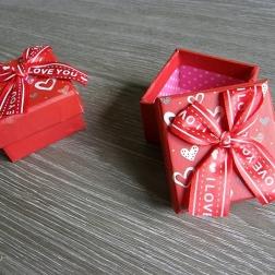 krabička na darček červená