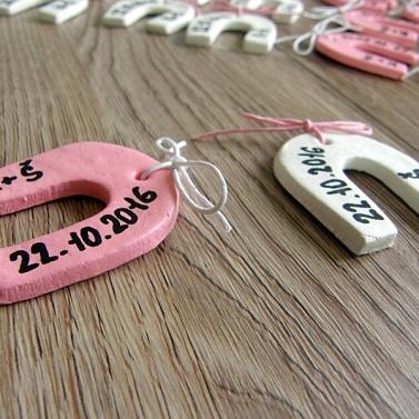 podkova s iniciálami a dátumom svadby