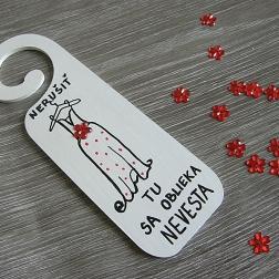 záves na kľučku svadobné šaty červené